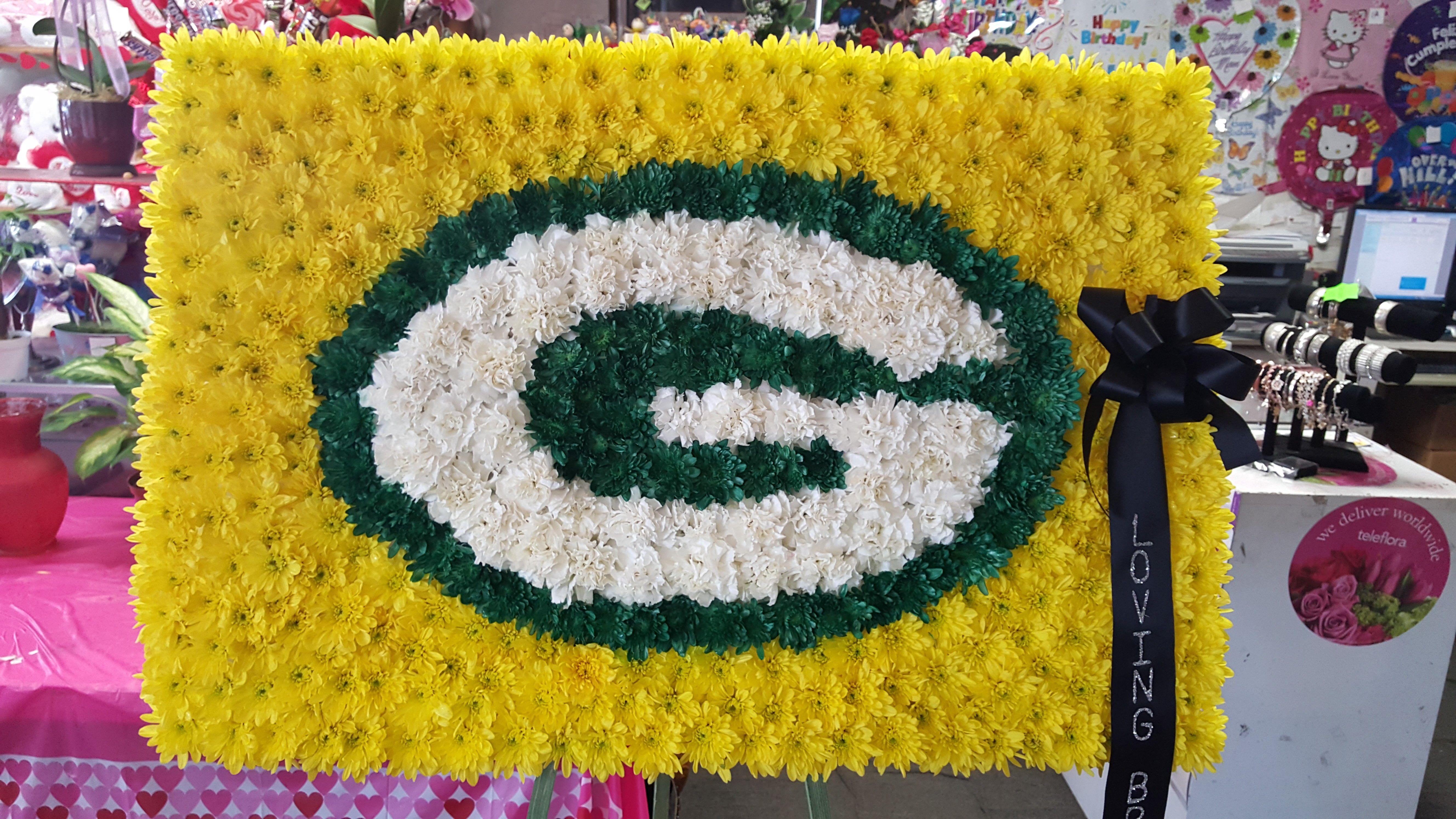 Green Bay Packers Spray In Downey Ca Downey Chapel Florist Funeral Flowers Funeral Arrangements Green