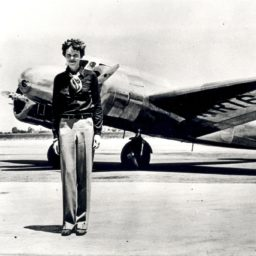Thanks To An Old Photograph An Explorer Believes He Can Solve The Mystery Of Amelia Earhart S Disappearance Amelia Earhart Women In History Funny Art History