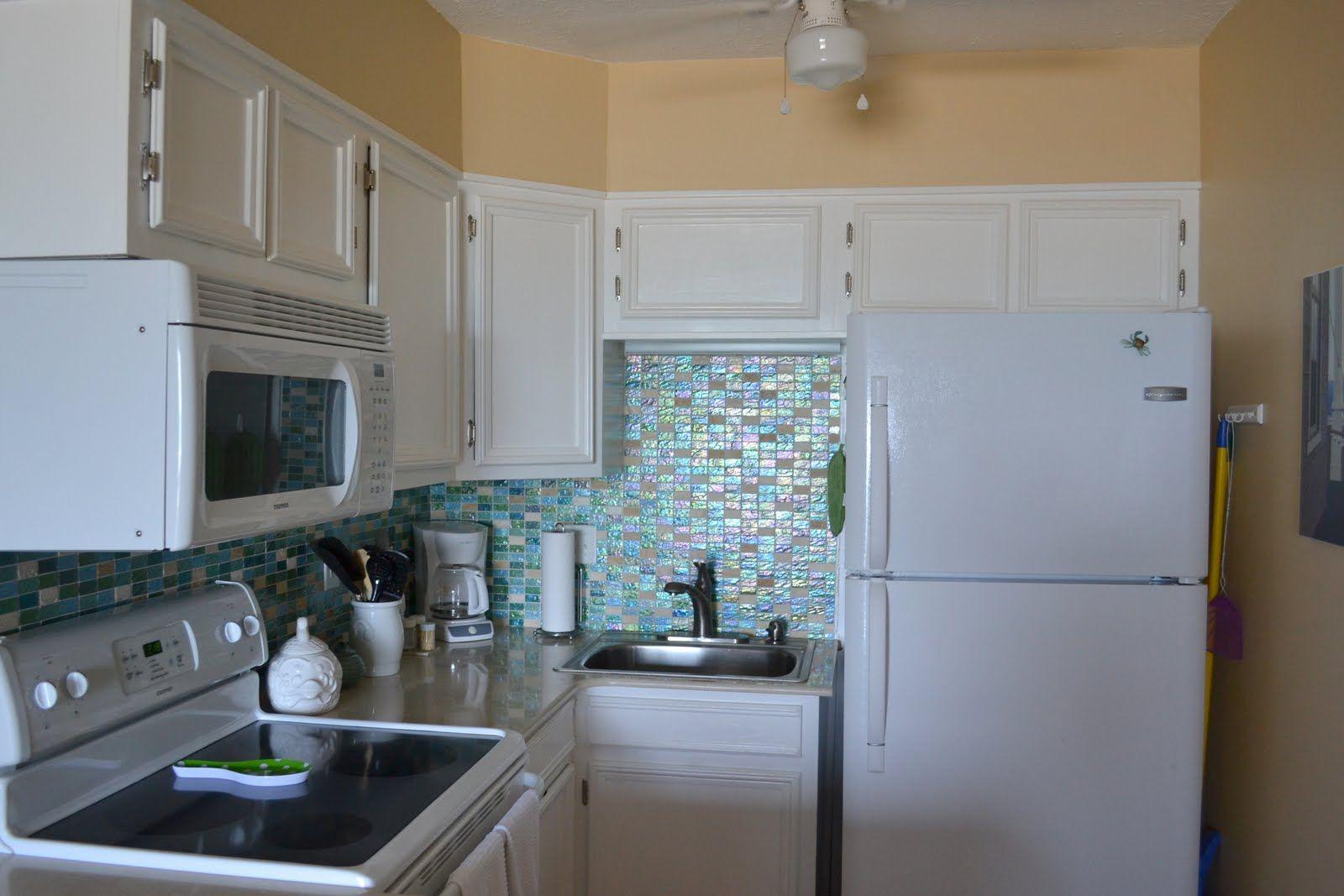 White cabinets, glass tile backsplash | Home decor | Pinterest ...