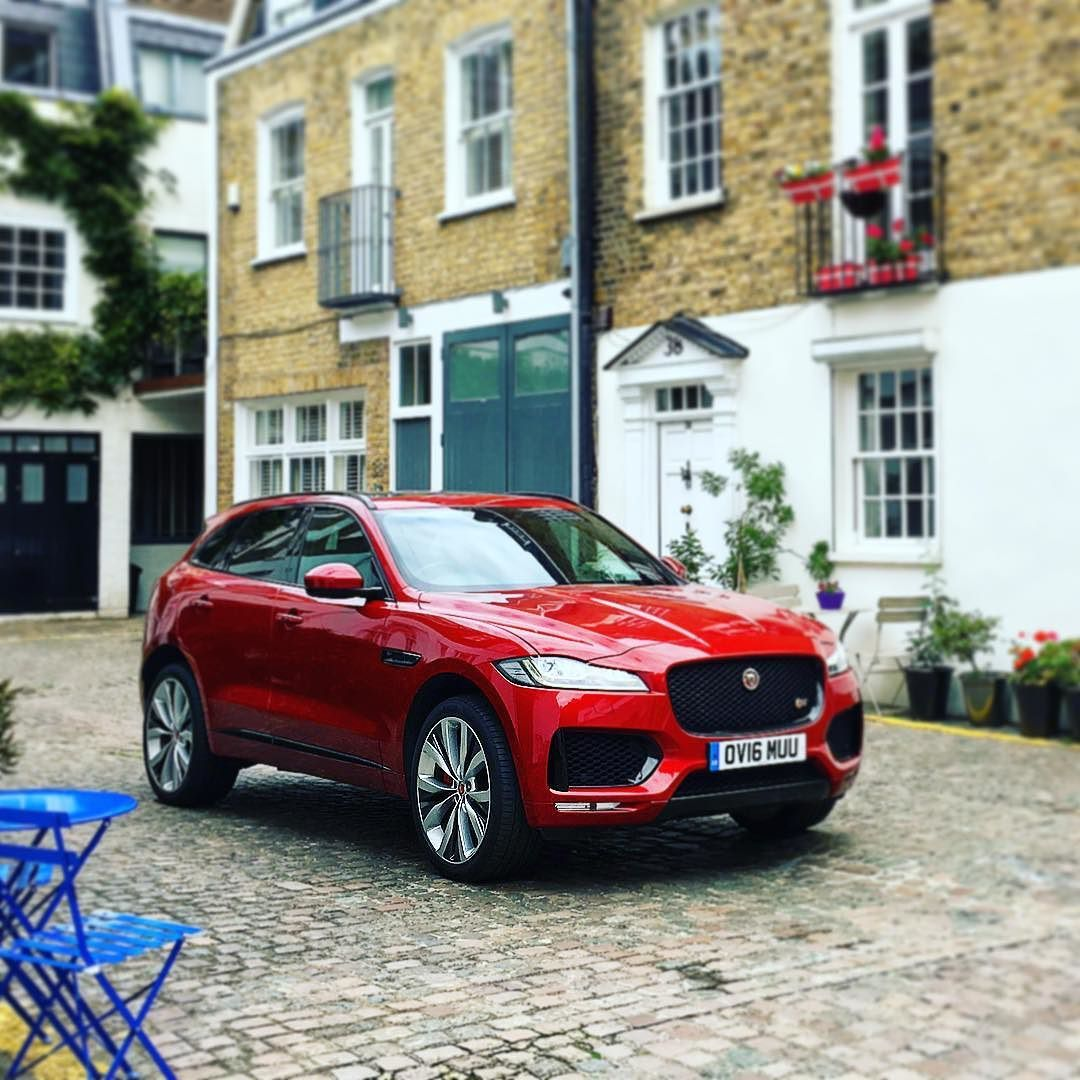 Haven T Had Much Time To Drive Today Thankfully The Jaguar Fpace Looks Superb Standing Still Bestofbritish Jaguar Suv Classy Cars Jaguar Car