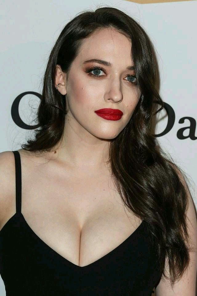 Épinglé sur belle poitrine et jolie seins