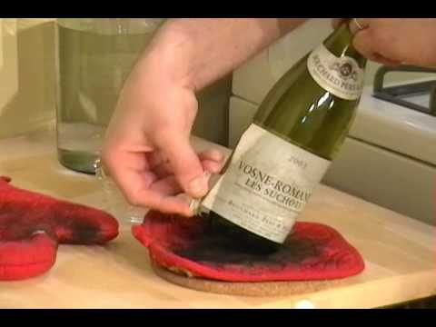 How To Remove Wine Bottle Labels I Did This And The Soaking Hands Down This Was The Easiest Thin Remove Wine Bottle Labels Remove Labels Removing Wine Labels