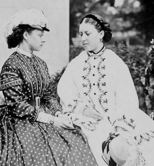 1865 Princess Louise, left, with sister Princess Helena From www.pinterest.com/laurennapps/queen-victoria