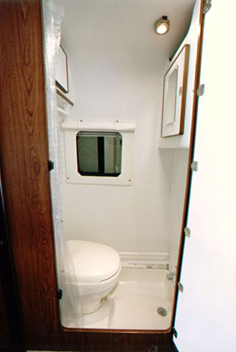 80 Wonderful Small RV Bathroom And Toilet Remodel Ideas Https://decomg.com