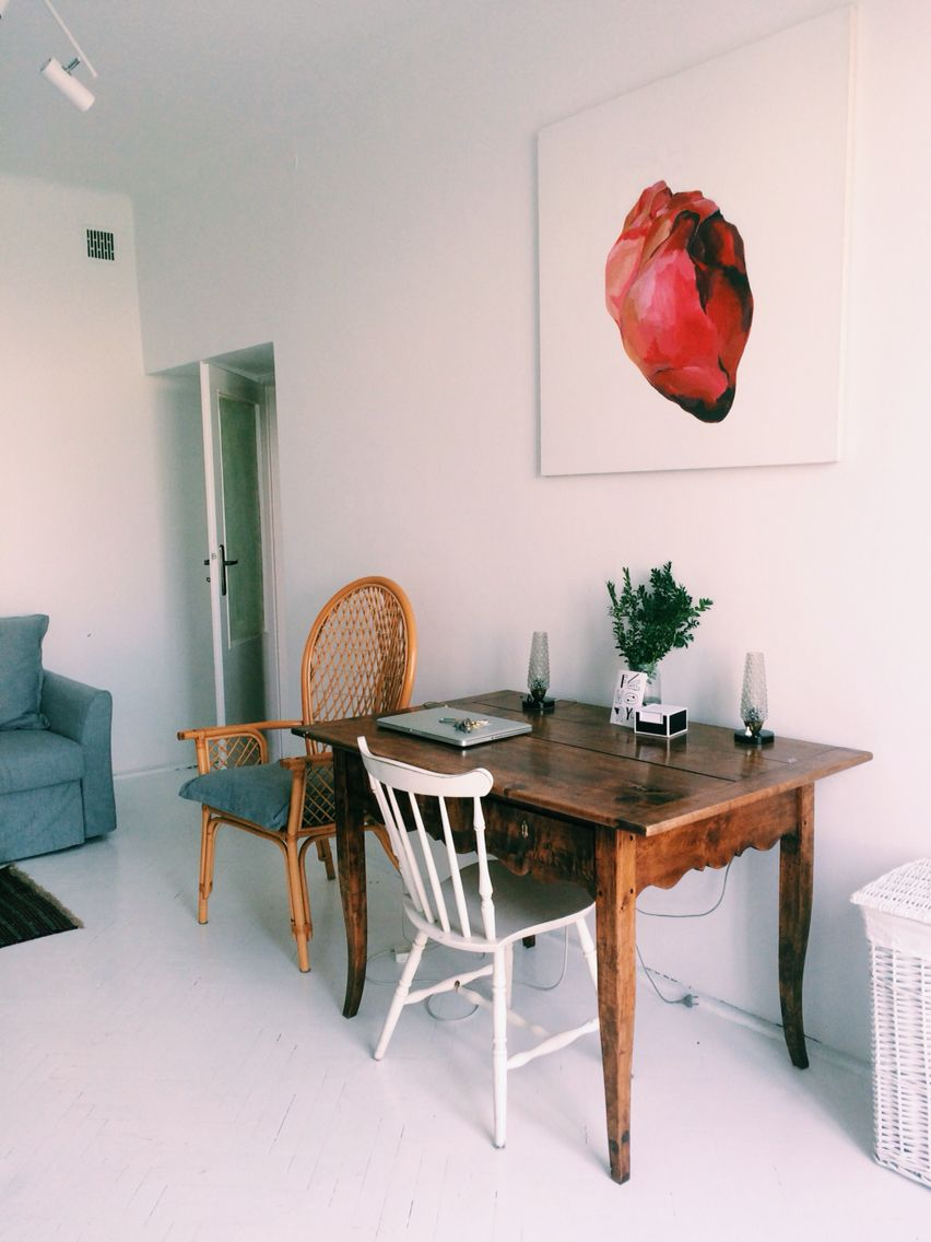 #small #studio #apartament # living #room #white #interior #design #painting #heart #rustic #furniture #warsaw #flat #power #of #detail