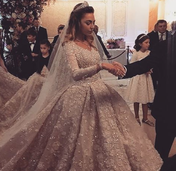 Here Comes The Most Expensive Wedding Dress In The World Most Expensive Wedding Dress Russian Wedding Dress Expensive Wedding Dress