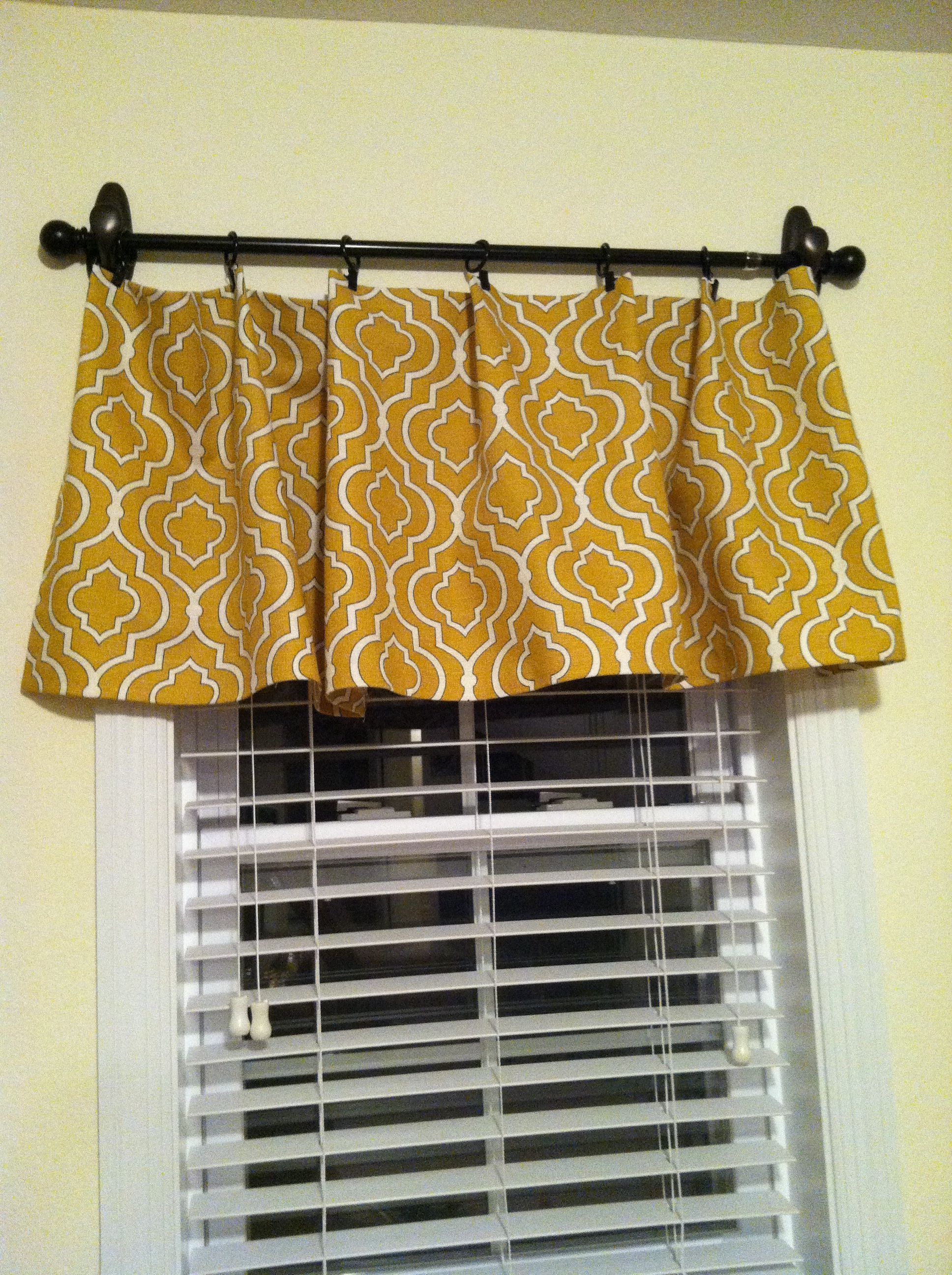 picture only diy no sew valance hung with command hooks and curtain rod this would be great. Black Bedroom Furniture Sets. Home Design Ideas