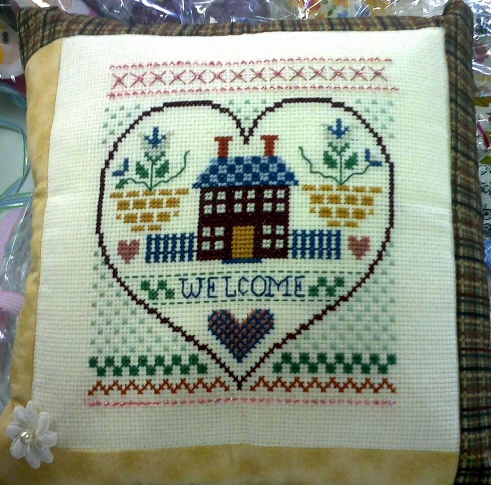 linda almofada em ponto cruz e patchwork!!
