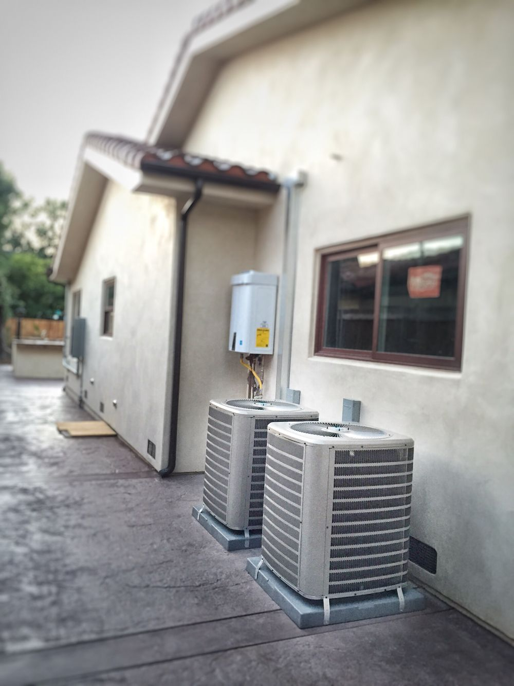 410A Condensing units installation. Modern appliances