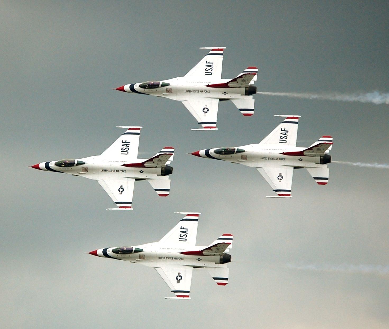 Thunderbirds Diamond formation at the 2009 Dayton Air Show