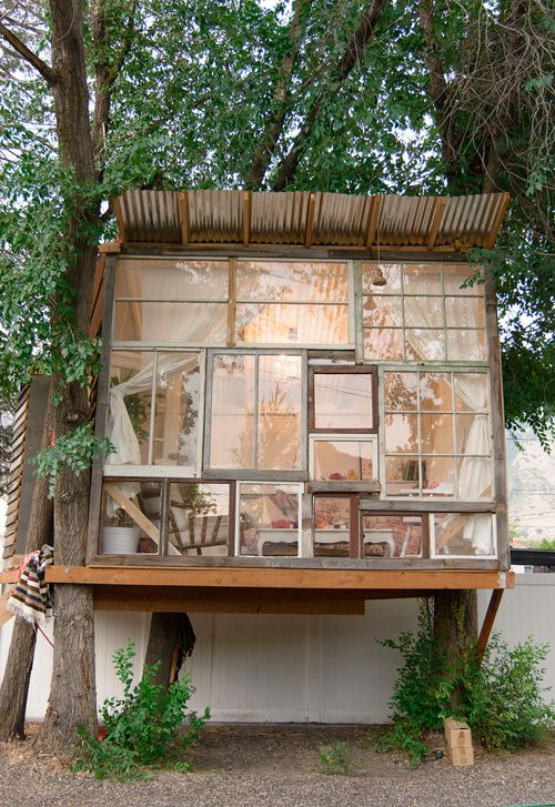 Reciclado de ventanas para construir fachada tipo invernadero.