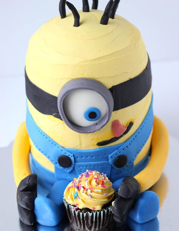 14 Foods That Look Like Minions Minion cakes Cake and Delish