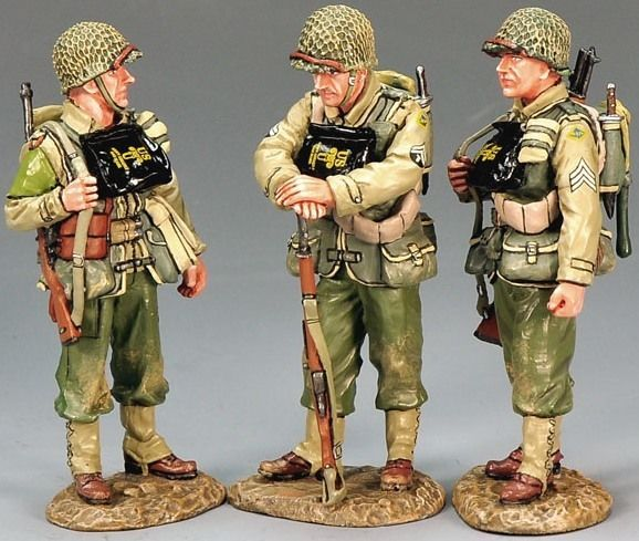 World War II U.S. 2nd Ranger Battalion DD126 U.S. Army Rangers D Day Minus one - Made by King and Country Military Miniatures and Models. Factory made, hand assembled, painted and boxed in a padded decorative box. Excellent gift for the enthusiast.