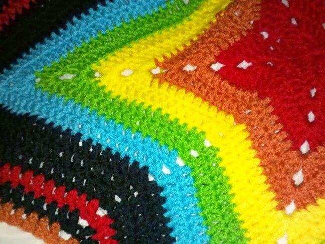She Loves To Craft: Starghan Progress ... Crocheted blanket for baby boy. Free pattern link in blog post. star-ghan, afghan, free, crochet, rainbow