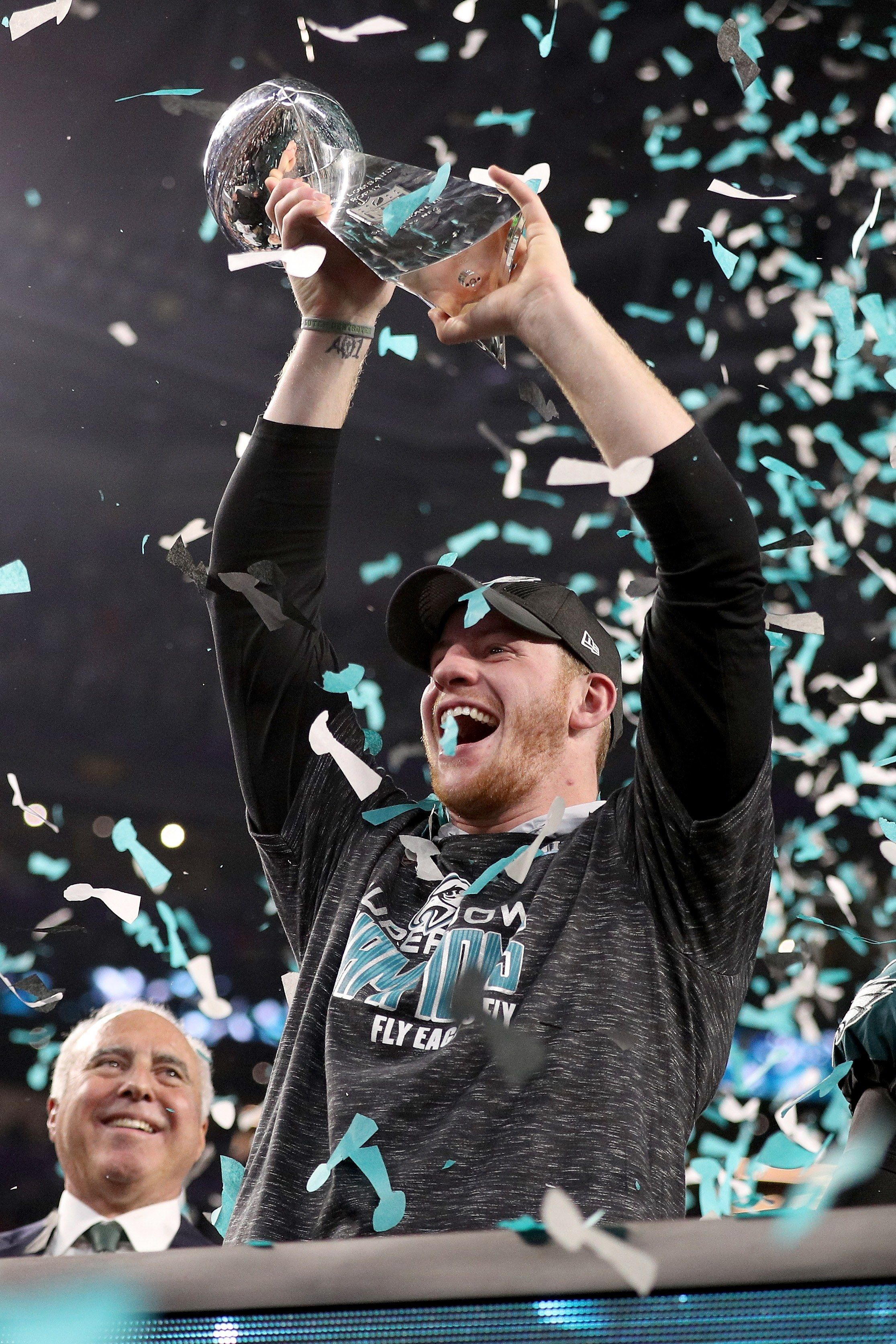 Eagles Quarterback Carson Wentz Celebrated His Super Bowl Win By Proposing  to His Girlfriend d7d50c78d