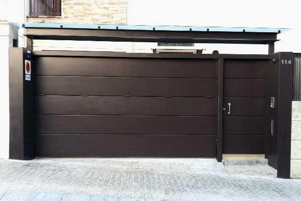 Puerta basculante peatonal acabados puertas y - Puerta basculante garaje ...