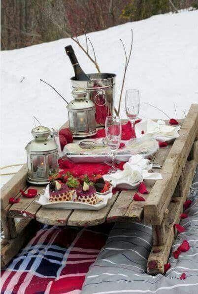 ein schlitten eignet sich perfekt zum transport und als tisch essen picknick pinterest. Black Bedroom Furniture Sets. Home Design Ideas