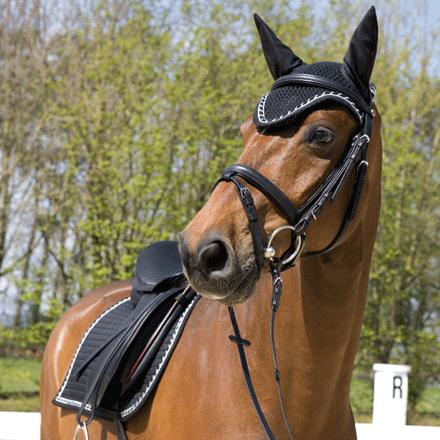crochet ear nets for horses - Kieffer. I like the way it cuts up over the eye