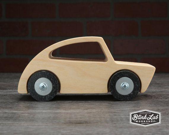 Handgefertigtes Spielzeugauto aus Holz direkt aus der BlinkLab-Werkstatt. Ich habe dieses Holz gemacht ... - #aus #BlinkLabWerkstatt #der #Dieses #direkt #gemacht #habe #Handgefertigtes #Holz #Ich #Spielzeugauto