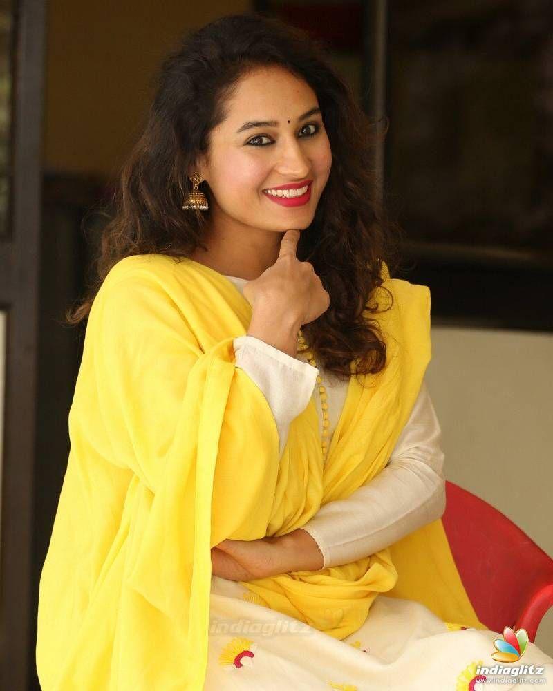 Pooja Misrra Age, Height, Boyfriend, Family, Biography