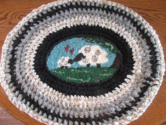 Amish Knot / Hand Hooked / Toothbrush Rag Rug by ThePrimitiveRoost