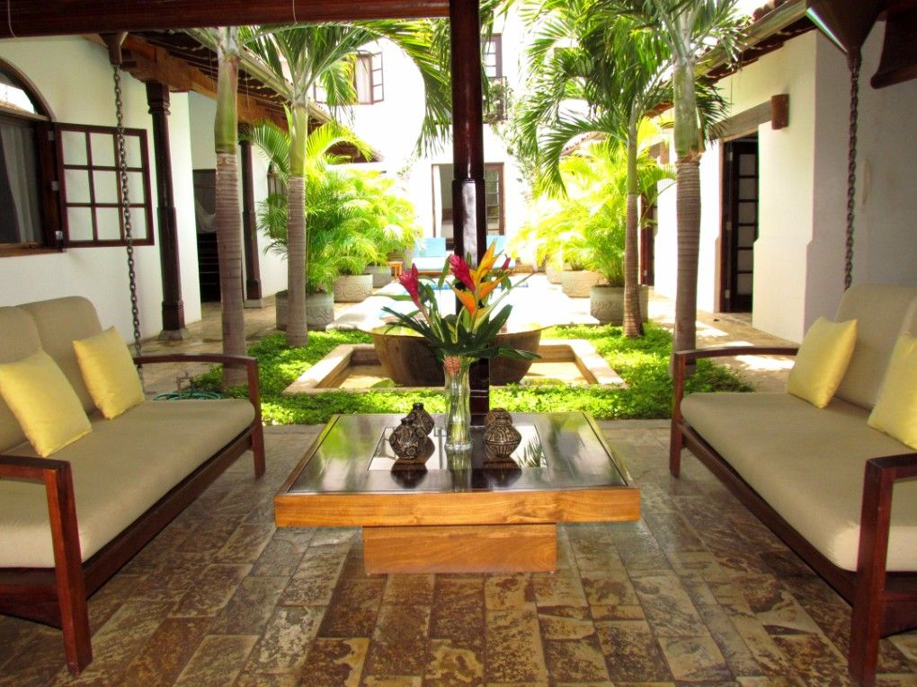 Casa consulado spanish colonial styled vacation rental for Casa minimalista granada