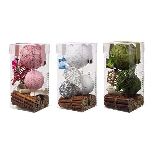 DOFTA Pot-pourri boîte 4,99 € IKEA Ce pot-pourri constitue une jolie décoration dans un bol ou un vase tout en diffusant un parfum agréable dans la maison.
