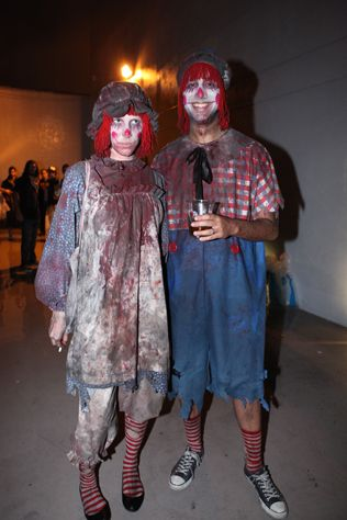 Raggedy ann and andy costume for adult right