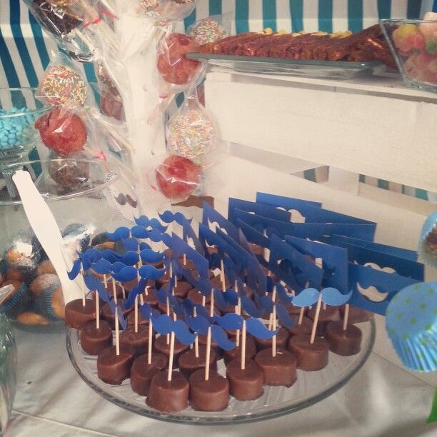 Detalles fiesta baby shower bigotes moustache dulces for Mesa dulce para baby shower