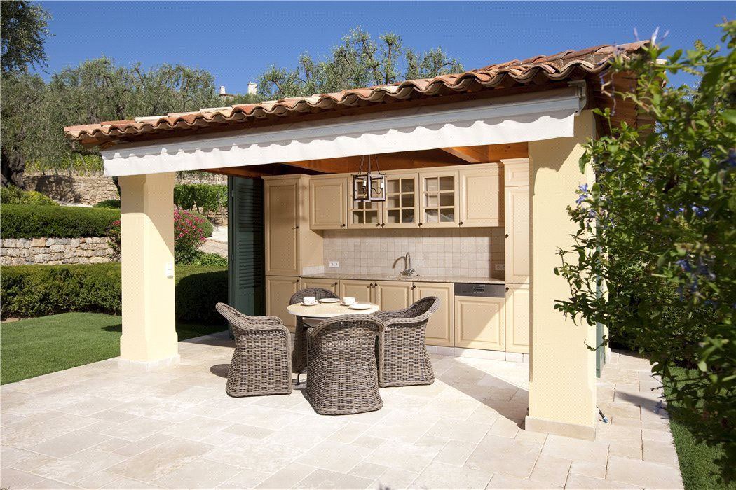 Outdoor dining