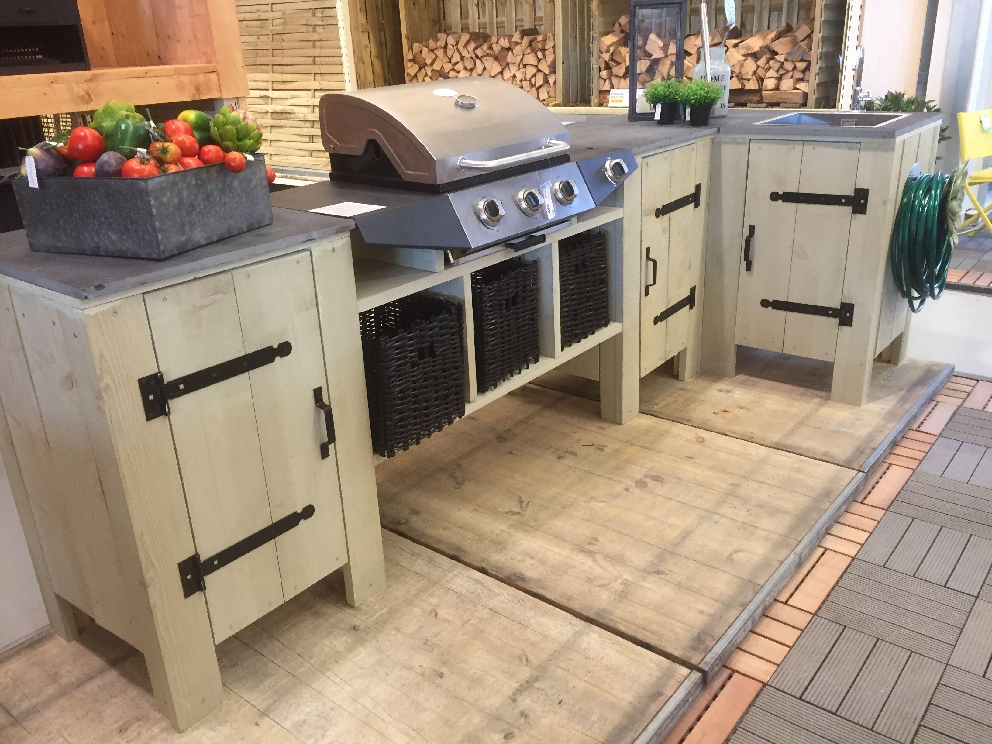 une cuisine ext rieure en bois d chafaudage pour les makers patios kitchens and outdoor living. Black Bedroom Furniture Sets. Home Design Ideas