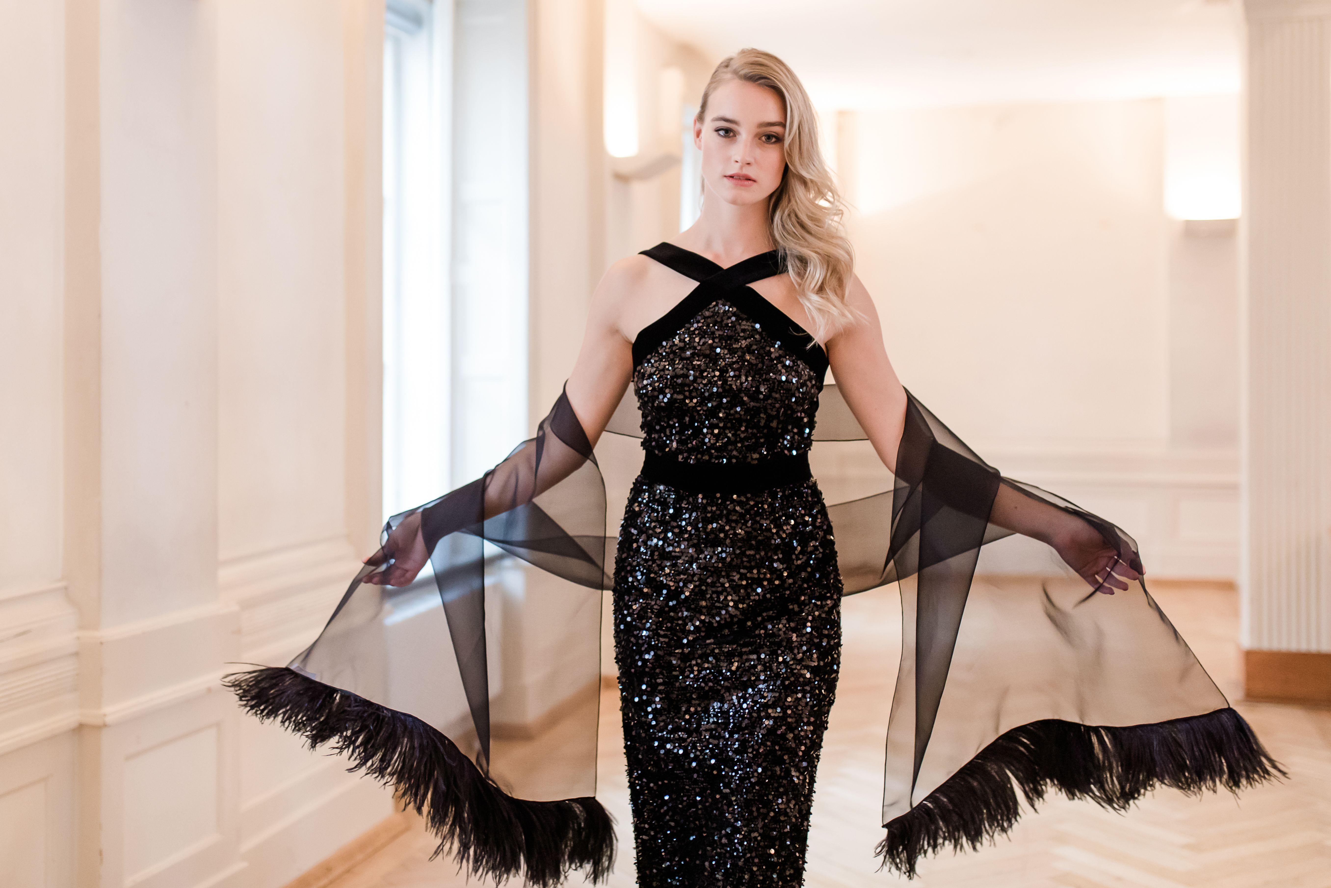 Zeitlos elegant   Designer kleider, Paillettenkleid, Pailletten kleid