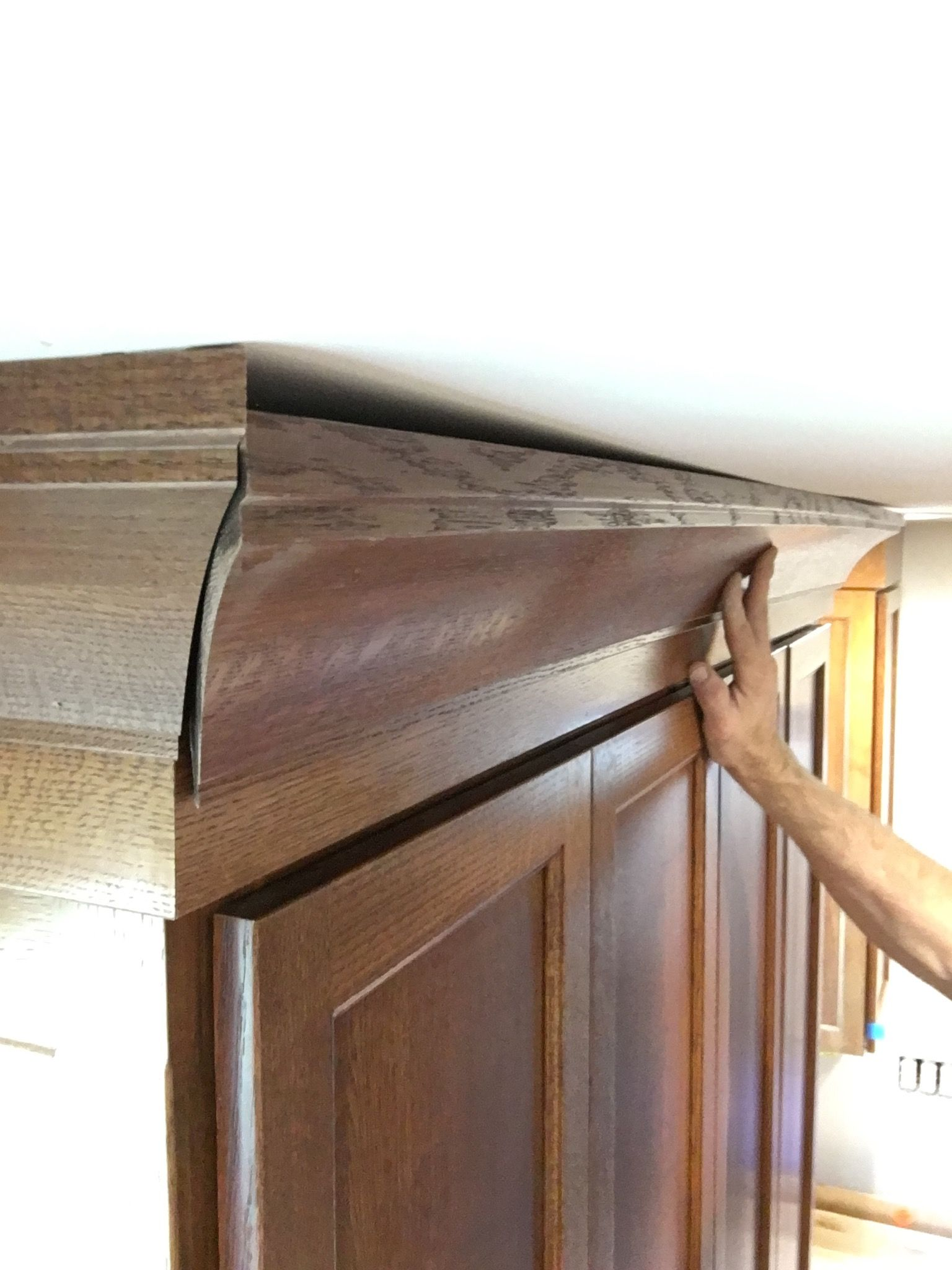 There Are A Number Of Different Ways To Install Crown Molding Over A Wavy Ceiling Bend The Molding Feather The Ceiling S Building A House Little Houses Home