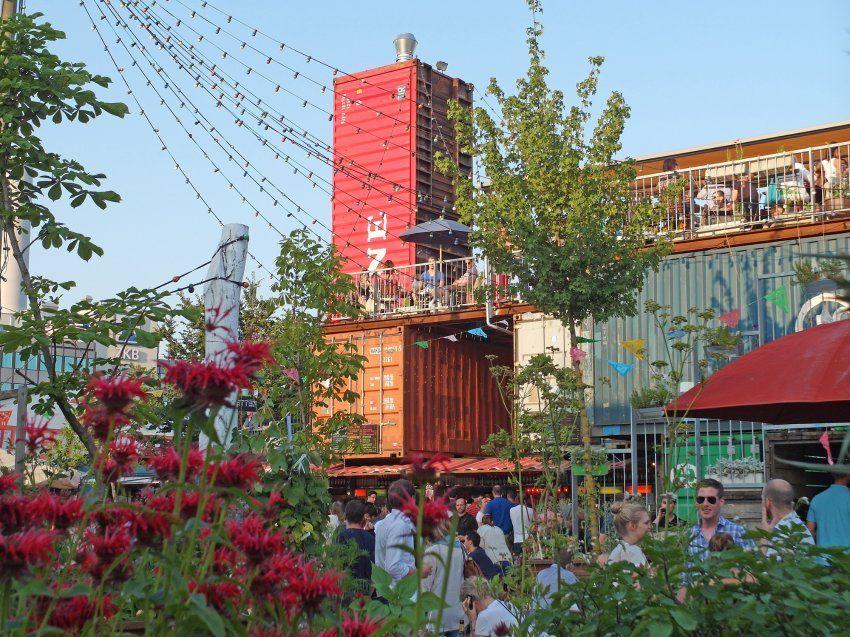 Frau Gerolds Garten In Zurich Kunstwerk Aus Schiffscontainern Container Buildings Zurich Ferry Building San Francisco