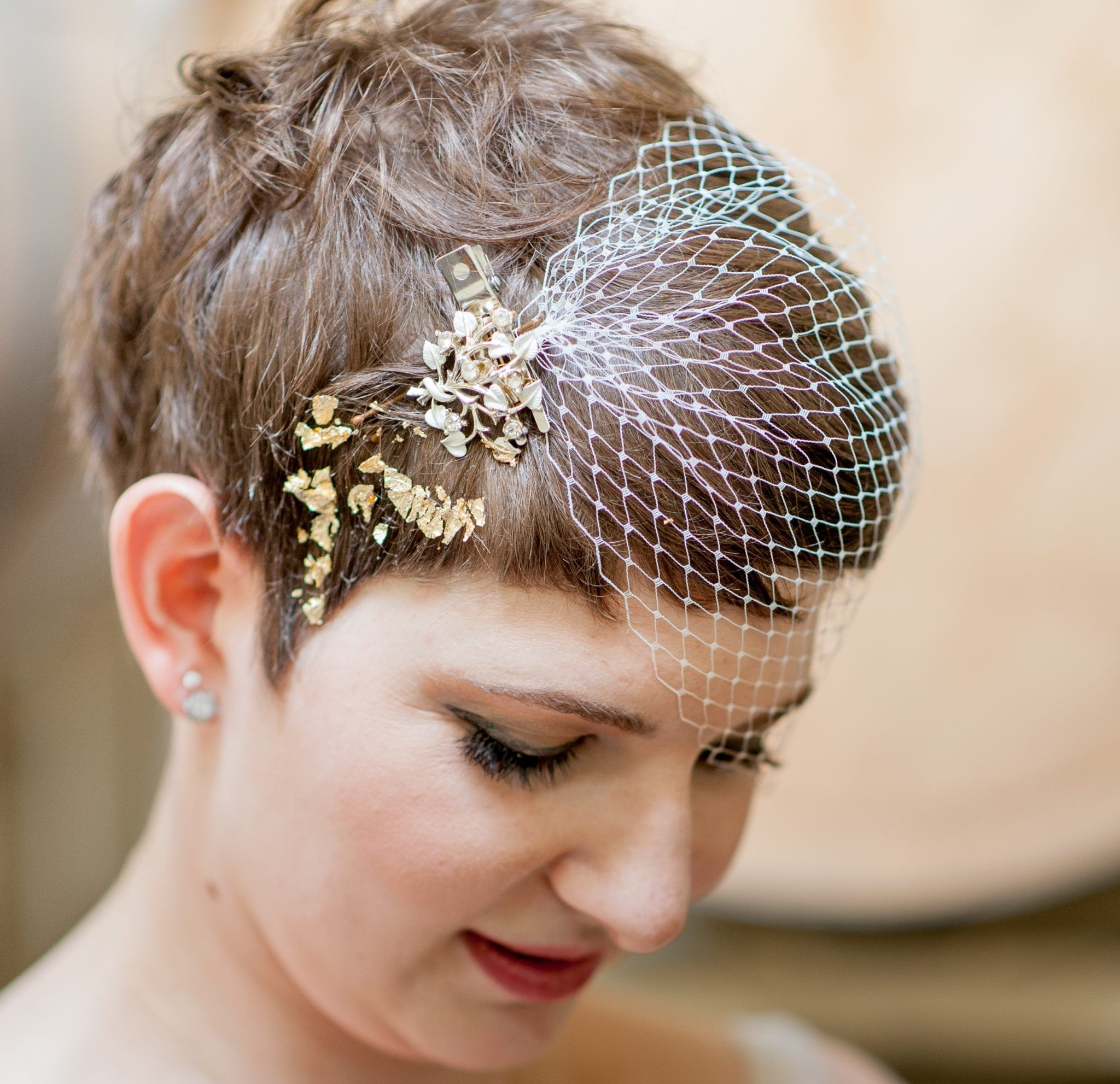 wedding hairstyle brides pixie haircut brown hair with veil
