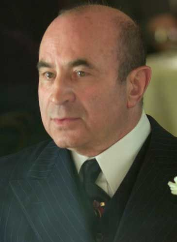 bob hoskins height