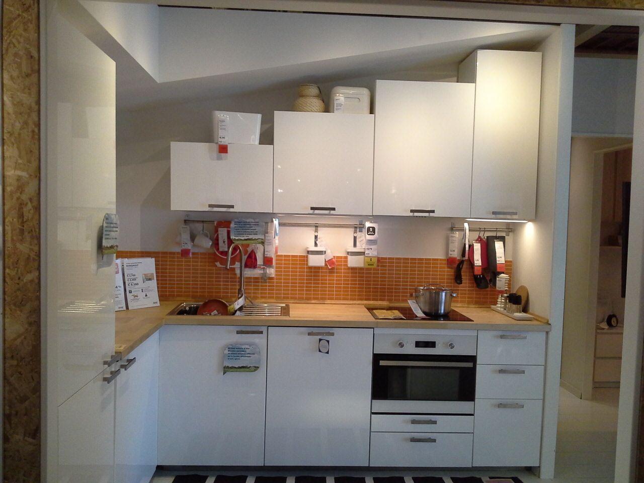 I pensili della cucina componibile IKEA METOD hanno altezze che variano da 100 cm a 40 cm in