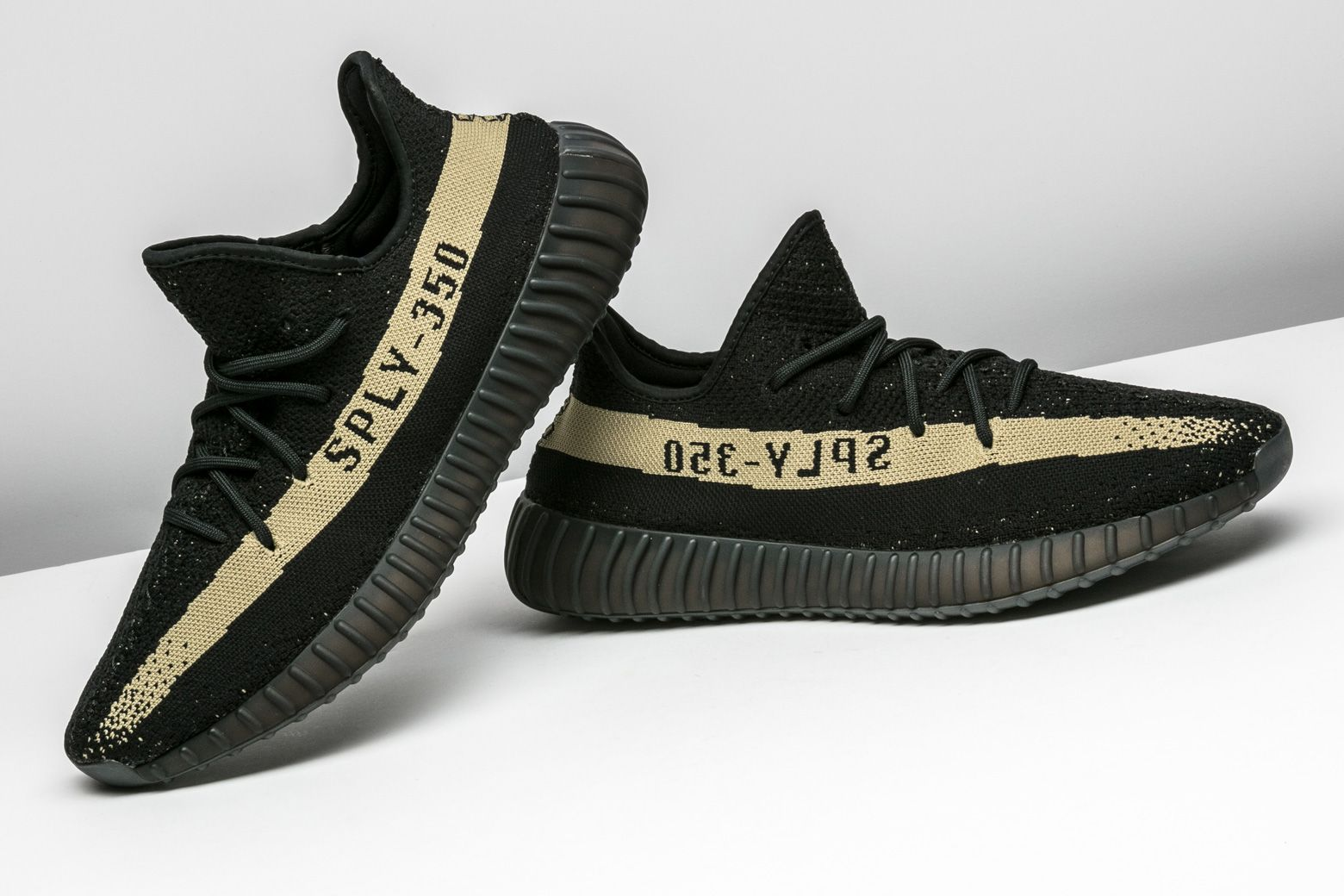 official photos c63d2 3acaa Yeezy Boost 350 V2 | Adidas Yeezy | Fashion, Fashion shoes ...