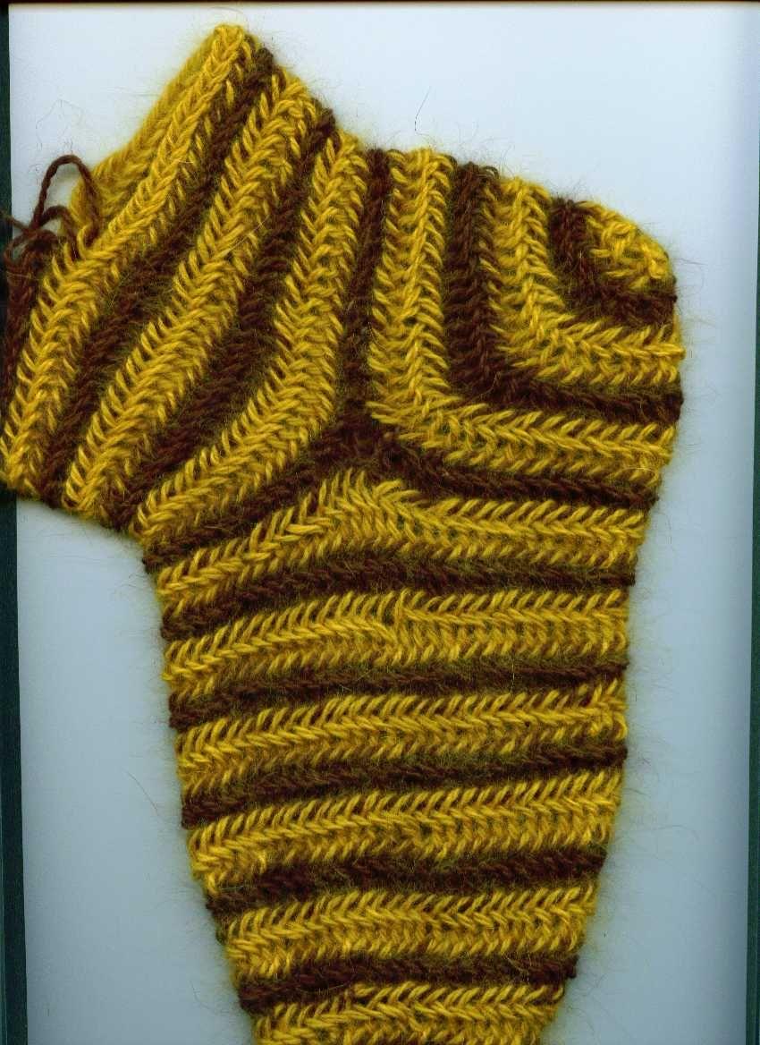 Gebundene Socke in Doppelspirale mit eingesetzter Ferse Bound sock in double spiral with inserted heel