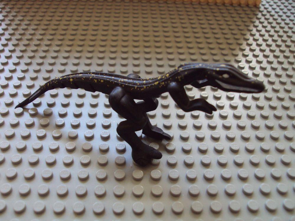 Lego Animal Dinosaur Mutant Lizard with Yellow Specks on Back Good Condition.