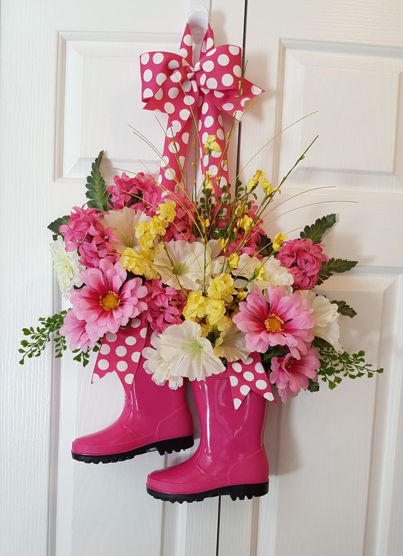 A Simple But Very Cute Wreath Idea For Spring Boots Filled With