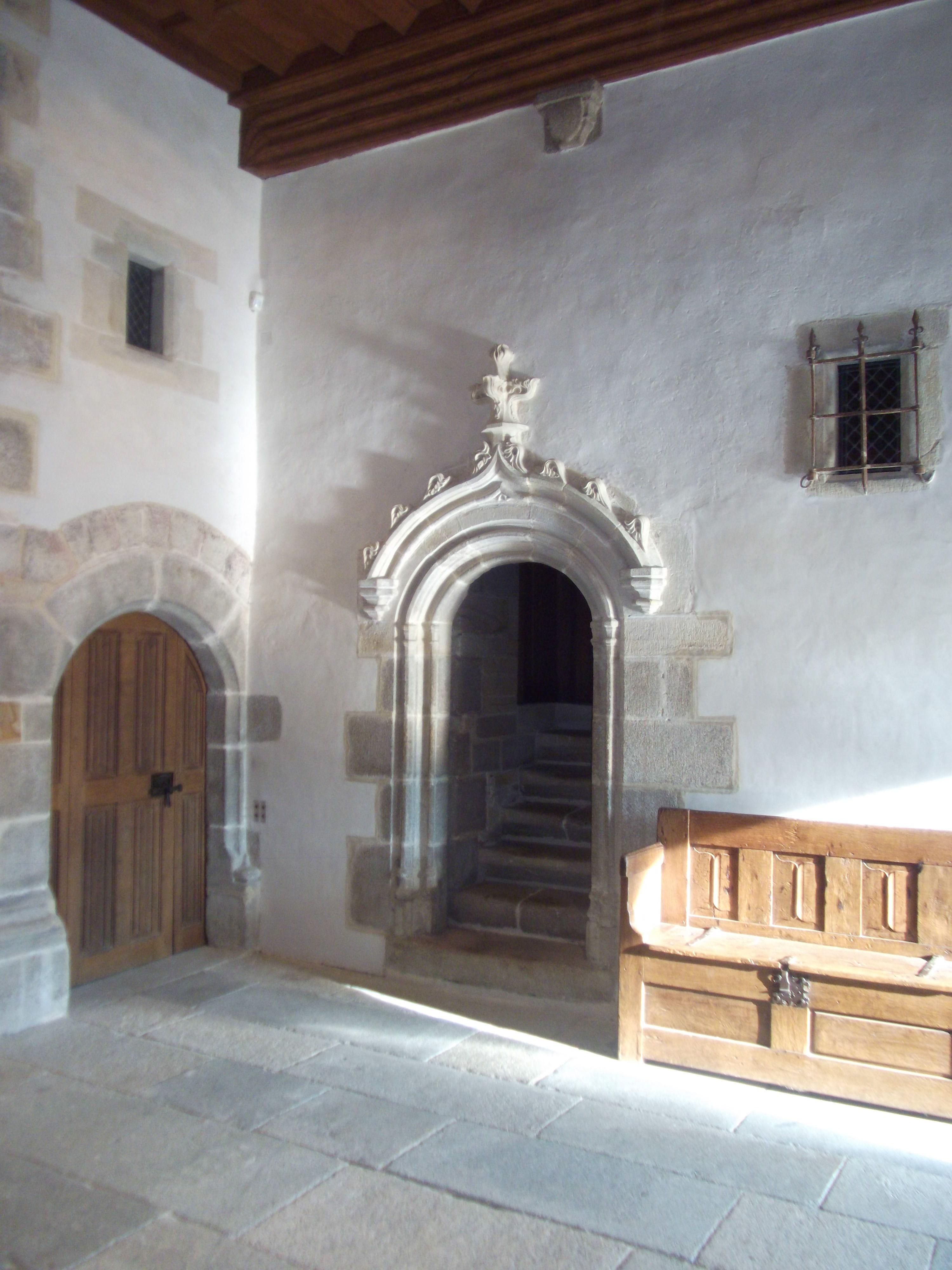 Salle Basse, Tournevent, Porte coulissante du XVe siècle, Château du BOIS ORCAN, classé MH