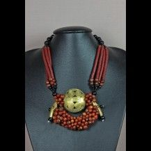 Collier médaillon en laitin, perles koffi et cornaline