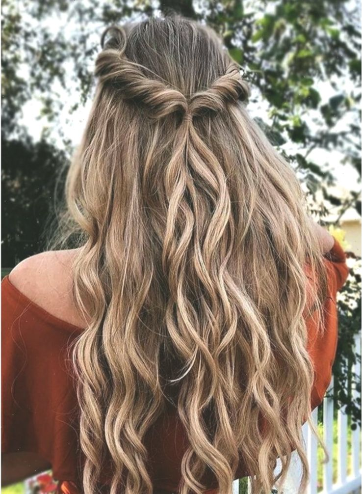 40 Pretty Prom Hairstyle Ideas For Curly Long Hair Curly Hairstyle Ideas P Lockigefrisuren Long Hair Styles Easy Hairstyles For Long Hair Hair Styles