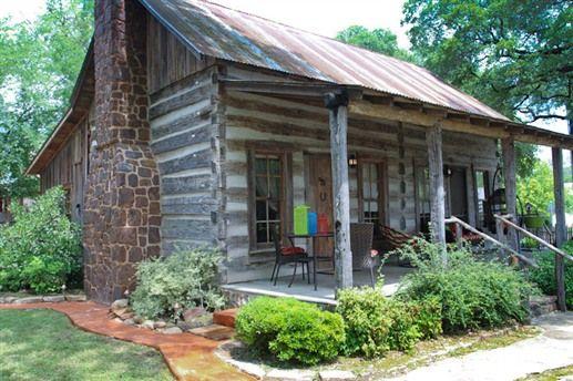 Buckhorn cabin in fredericksburg tx cozy cottages for Log cabin home builders in texas
