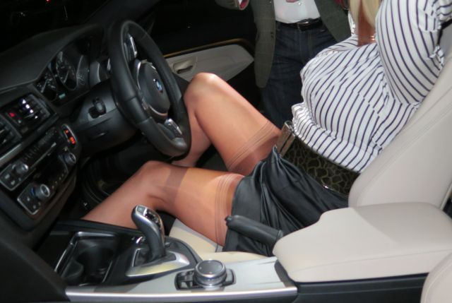 gulp...sooo sexy - nylons in car - Gallery - Stockings HQ discussion forums