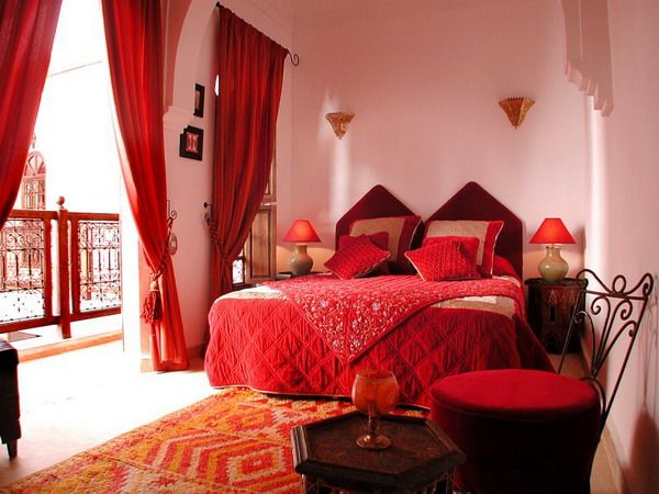 Moroccan Bedroom Décor For The Daughters : Moroccan Bedroom Decor Red  Curtain