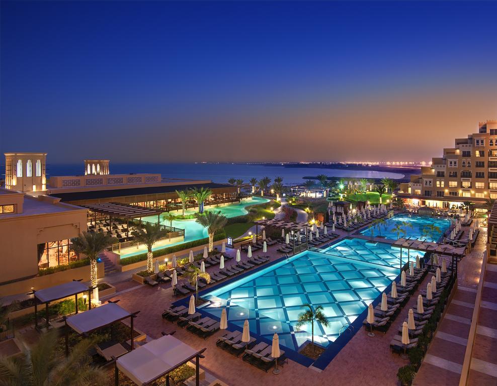 Pin By Alrehla Website On فنادق راس الخيمة Luxury Beach Resorts Vacation Getaways Top Family Resorts