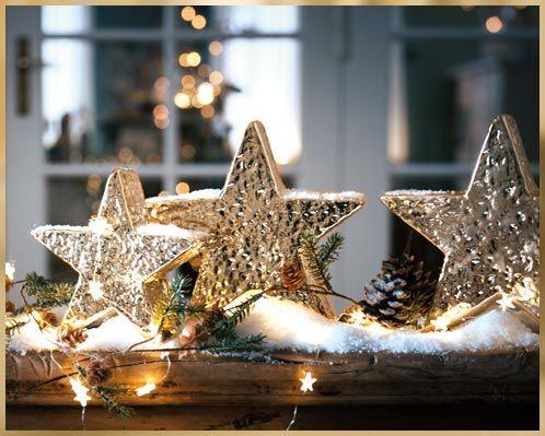 Das eigene Zuhause in ein weihnachtliches Wunderland zu verwandeln, klingt für manche wie eine unlösbare Aufgabe, aber mit den passenden Weihnachtsdekorationen wird es zum Kinderspiel. #Weihnachten #Sterne #Deko