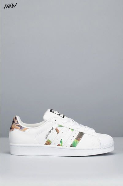 296c5327e1091 Sneakers blanches cuir imprimées Superstar W Adidas Originals pour femme  prix Baskets Adidas Monshowroom 90.00 €